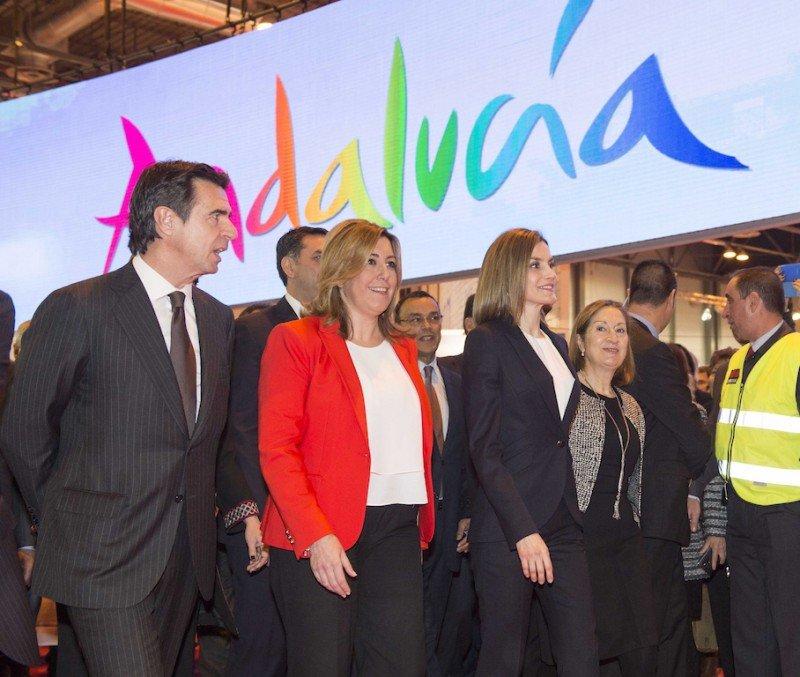 La reina Letizia, con el ministro José Manuel Soria y la presidenta andaluza Susana Díaz.