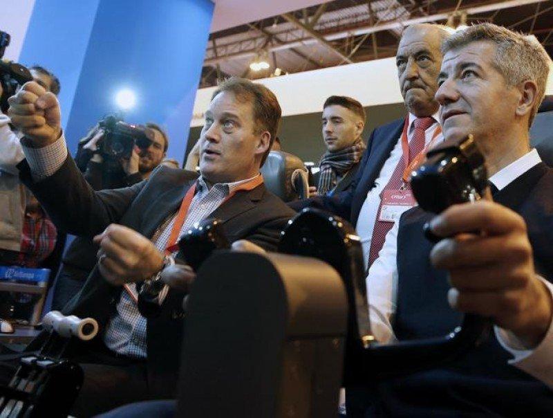 El presidente de Globalia acompaña al presidente y el CEO del Atlético de Madrid en su experiencia 'pilotando' el Boeing 787 (Foto: MUndo Deportivo).
