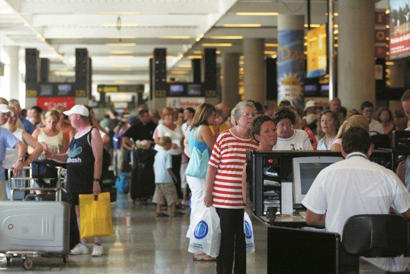 Aena, Renfe y Puertos del Estado gestionaron 702,6 M de pasajeros en 2015