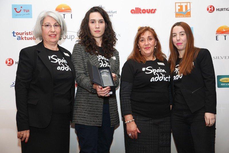 Entrega del premio concedido por Touristik Aktuell a las Oficinas Españolas de Turismo en Alemania.