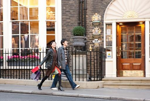 Los viajeros asiáticos constituyen uno de los colectivos más aficionados al shopping.