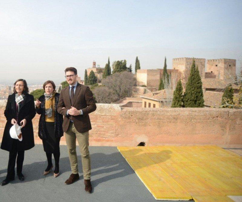 La consejera de Cultura andaluza, Rosa Aguilar, en La Alhambra.