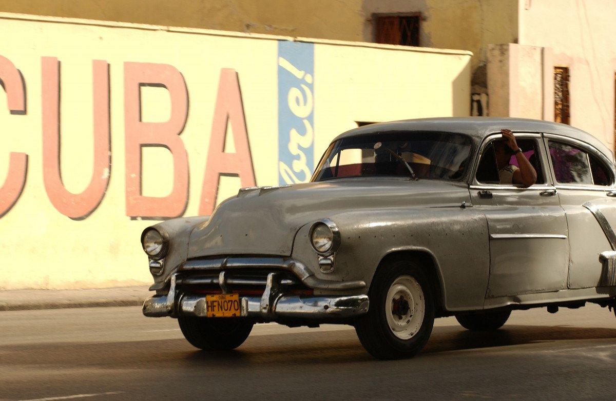 En 2014, Cuba registró por primera vez en su historia más de tres millones de turistas internacionales, cifra superada en 2015 en medio millón de visitantes.