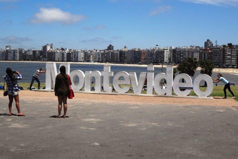 La balanza turística en Uruguay mejoró en el último año móvil cerrado.