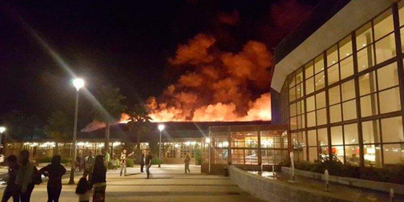 El fuego afectó el centro de conferencias del complejo Rosa Agustina de Olmué.