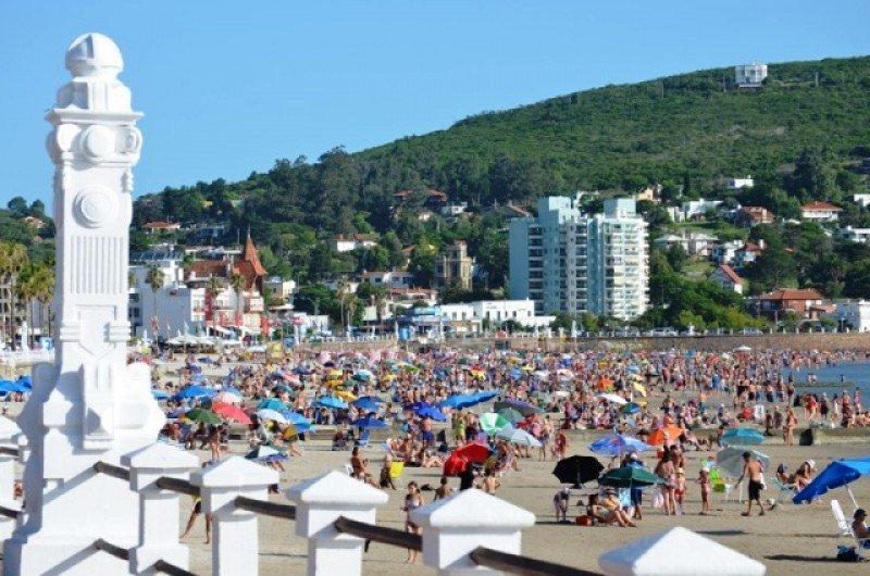 En diciembre la mitad de los turistas en Piriápolis fueron argentinos