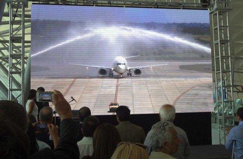 Bautismo del primer vuelo Montevideo-Asunción de Alas Uruguay en el Aeropuerto de Carrasco.