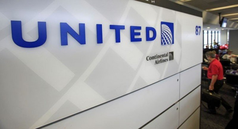 Aerolínea United Continental multiplicó sus ganancias por siete en 2015