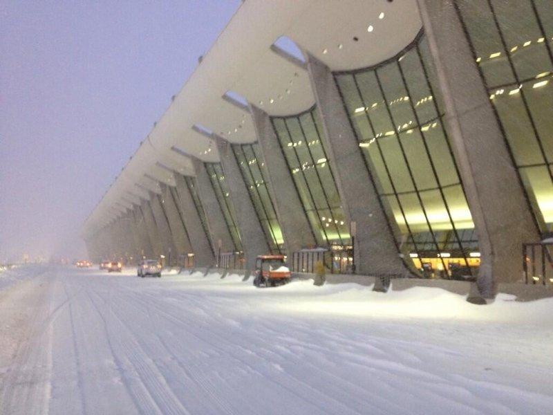 Aeropuerto Washington-Dulles fue uno de los más afectados por el mal tiempo.
