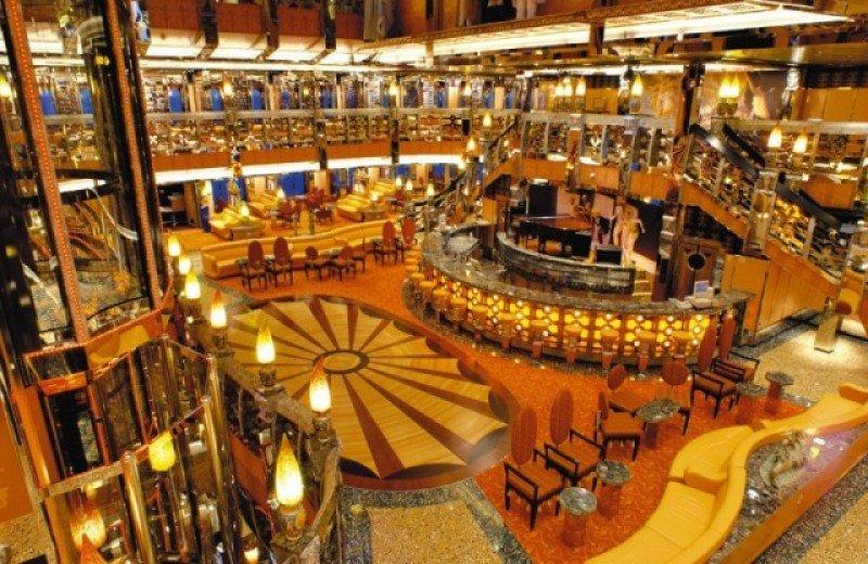 Interior del Costa Mediterranea, con capacidad para unos 2.700 pasajeros.