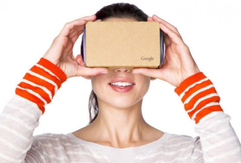 El Cardboard de Google, un dispositivo de bajo coste para aplicaciones de realidad virtual.