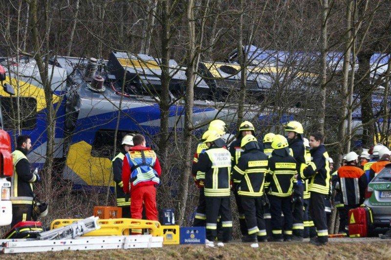 Choque de trenes en Alemania: al menos cuatro personas muertas y más de 150 heridas