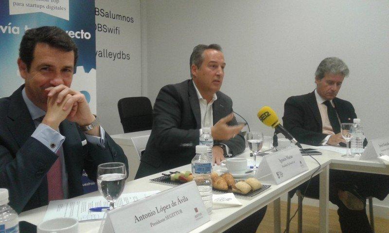 De izq. a dcha, Antonio López de Ávila, Ignacio Macías y Javier González Soria, en la presentación de la iniciativa.