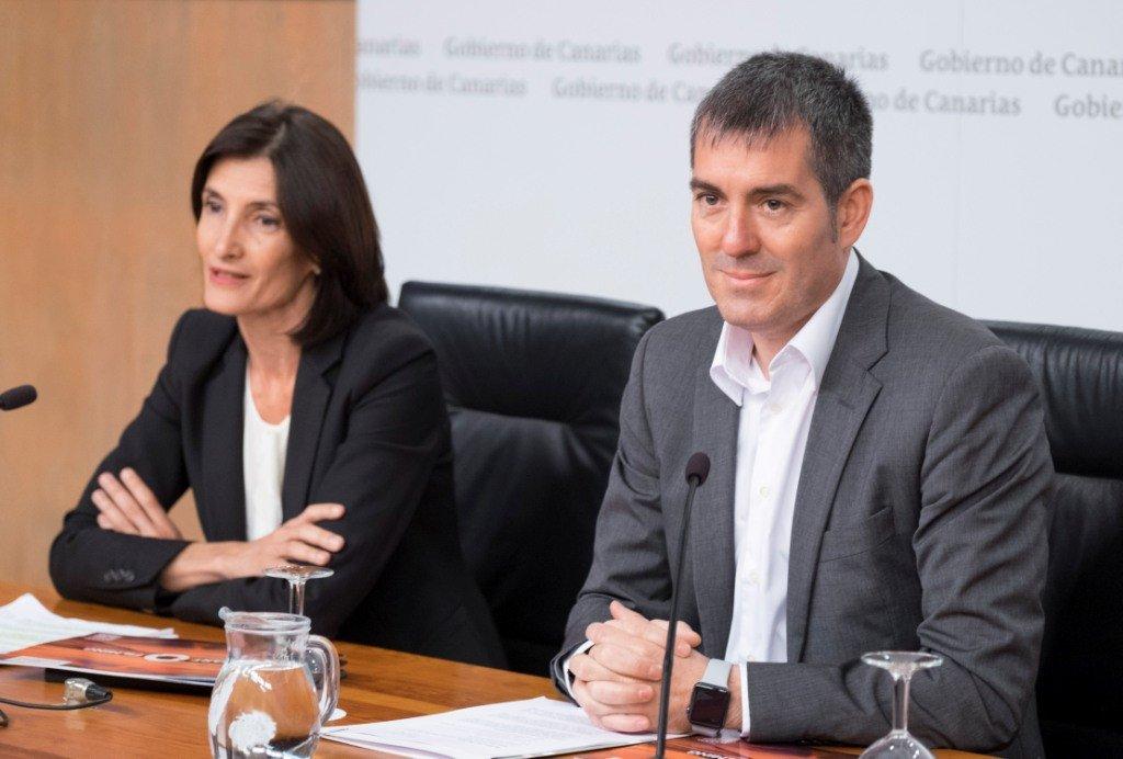 María Teresa Lorenzo y Fernando Clavijo presentan la nueva marca.