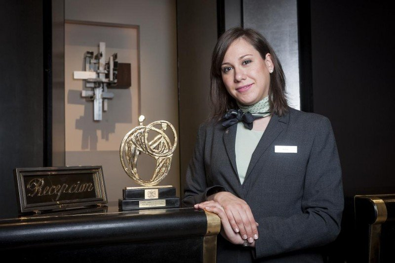 'Una máquina expendedora de llaves jamás podrá ofrecer un trato único al huésped; sólo puede hacerlo un recepcionista o un conserje', reivindica Sofía Barroso.