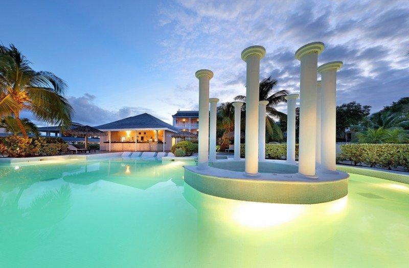 El Grand Palladium Lady Hamilton, recién remodelado, cuenta con la piscina más grande de Jamaica.