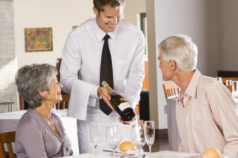 Formando a los camareros, pueden dar salida a los platos y vinos que interesen al restaurante mediante sus recomendaciones y sugerencias.