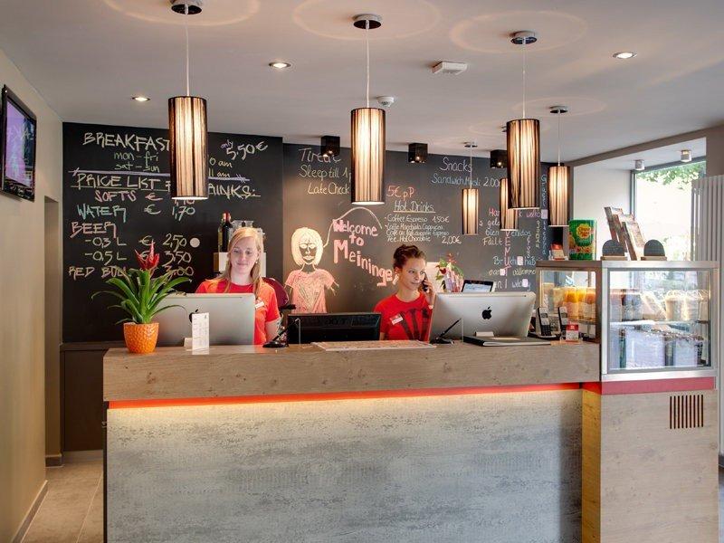 El modelo de Meininger, que acaba de entrar en Barcelona, aúna las características de hotel y hostel en una misma ubicación.