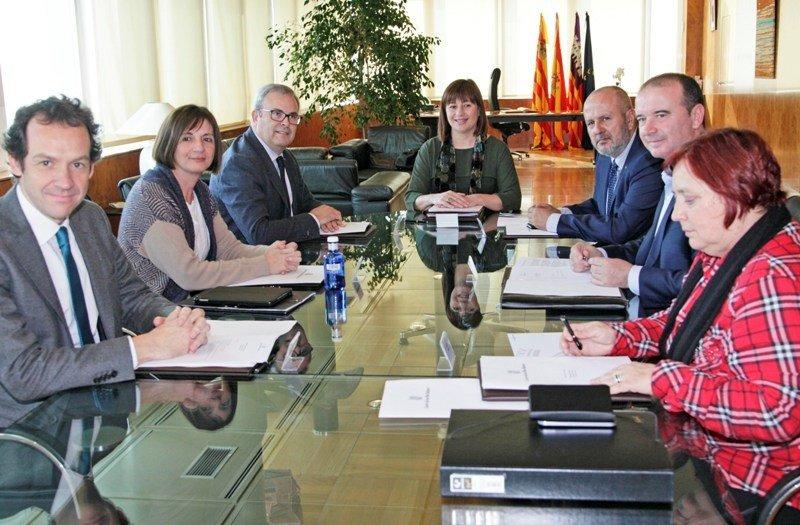 La presidenta del Govern balear, Francina Armengol, presidió el pasado 25 de febrero la conferencia con los presidentes de los cuatro Consells o cabildos insulares.