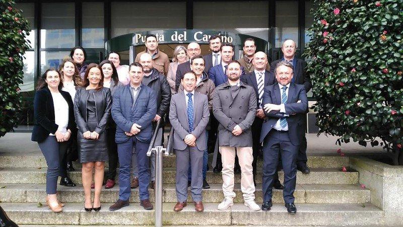 Foto de familia de los responsables de los hoteles de Oca junto con el equipo de la cadena con Ramón Braña al frente, en su reciente convención anual.