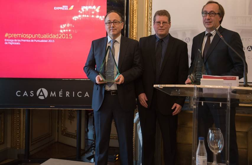 : Luis Gallego, presidente de Iberia; Jeff Kennedy, presidente de FlightStats; y Fernando Candela, presidente de Iberia Express.