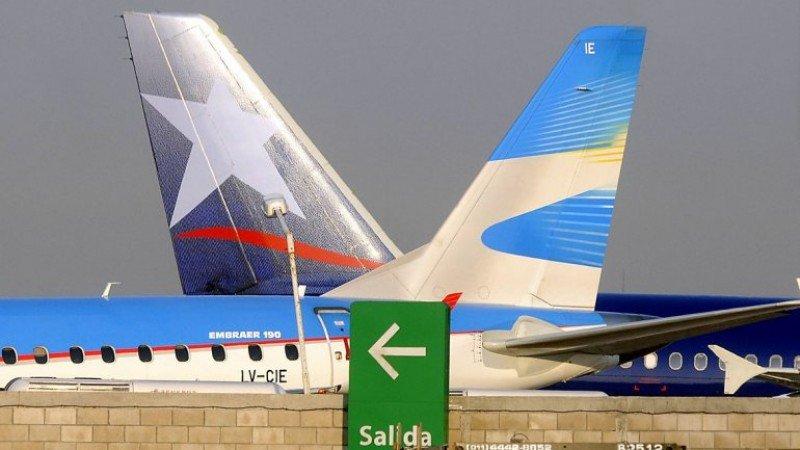 Aerolíneas Argentinas y LAN aumentan tarifas en vuelos internos.