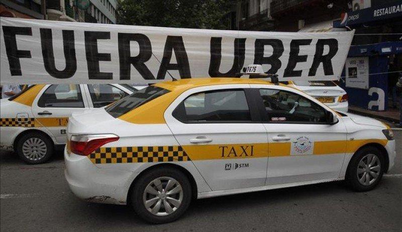 Montevideo exigió retirar publicidad de Uber del desfile de Carnaval