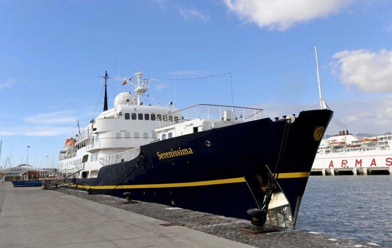 Crucero Serenissima atraca en isla hondureña de Guanaja.