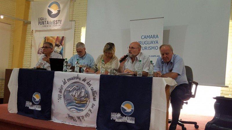 Primera reunión abierta anual de la Cámara Uruguaya de Turismo en Punta del Este.