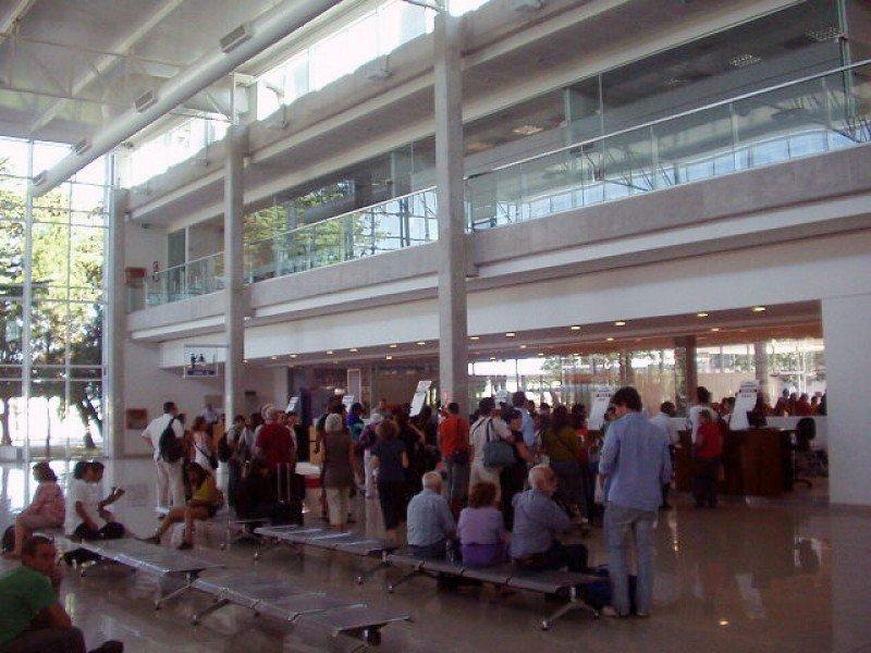 Terminal de pasajeros del puerto de Colonia.