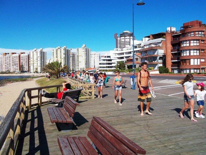 El gasto diario de los turistas en Uruguay cayó 10% en 2015