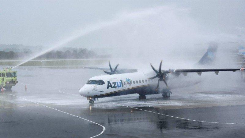 Bautismo de avión de Azul en Punta del Este en diciembre. Foto: Maldonado Noticias.