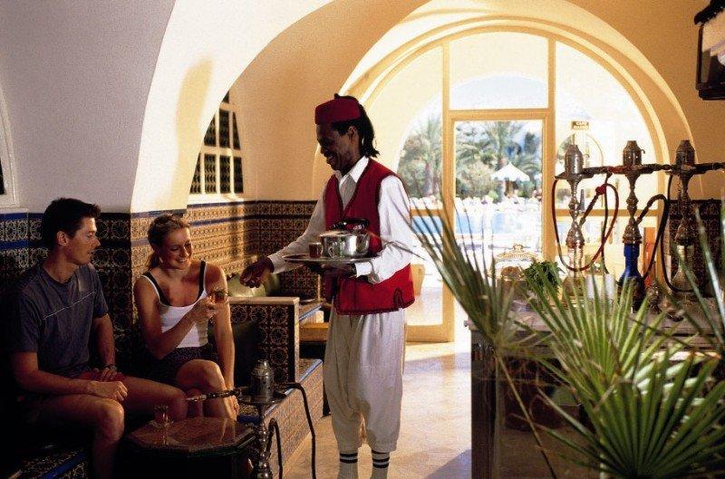 Los hoteleros deben vigilar habitaciones y zonas comunes, controlar las llegadas de los clientes y entregar un listado actualizado de su personal, entre otras medidas.