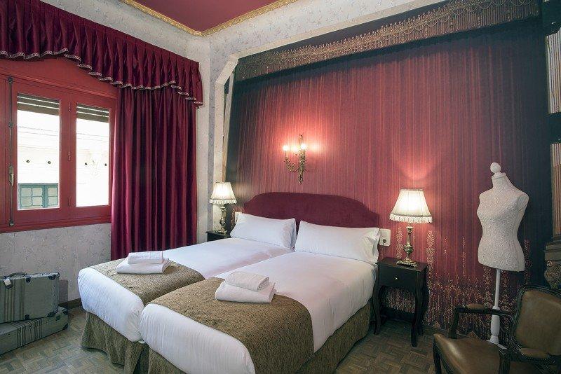 La decoración de las habitaciones se inspira en los grandes teatros del mundo, las obras más representativas y los musicales de Broadway.