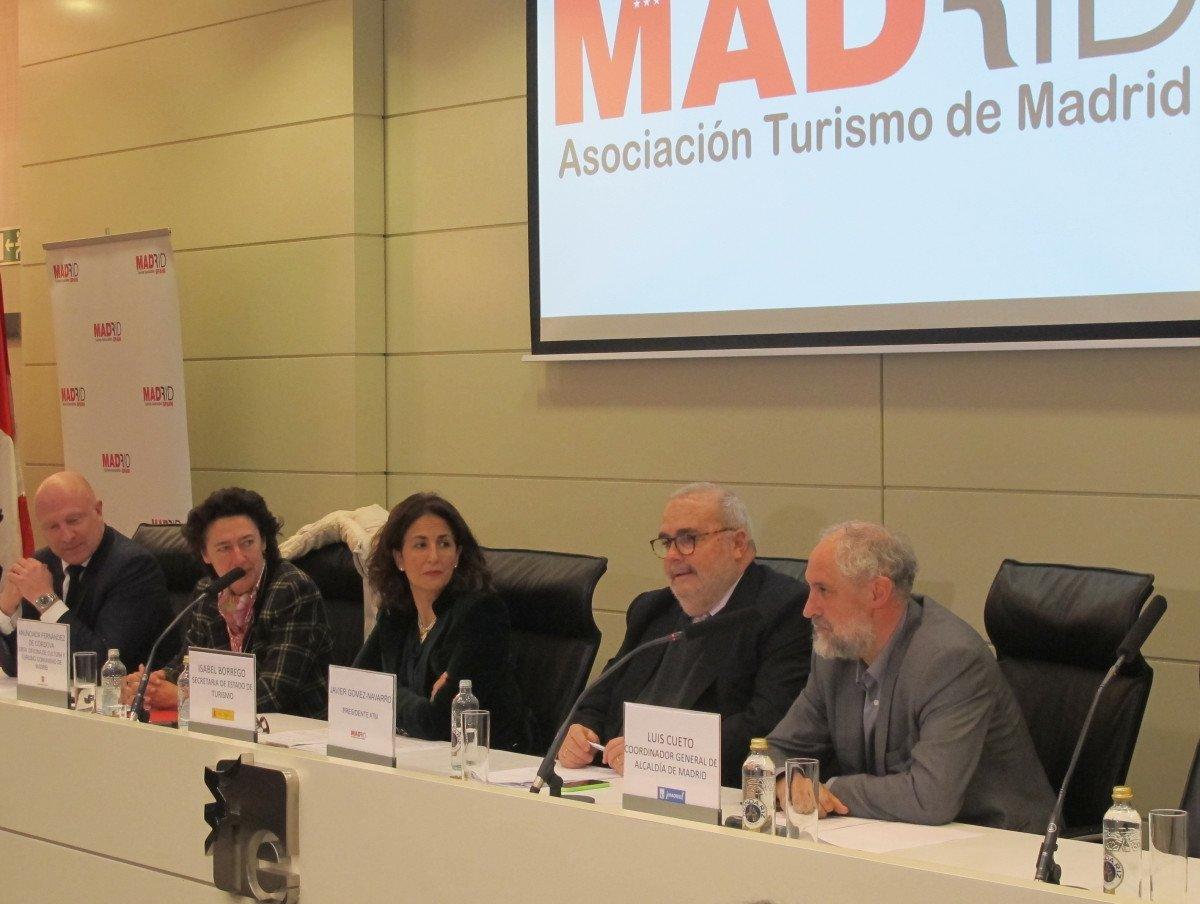 De izquierda a derecha: Hugo Rovira, Anunciada Fernández de Córdova, Isabel Borrego, Javier Gómez Navarro y Luis Cueto, ayer en Madrid, en la presentación del Plan Estratégico.