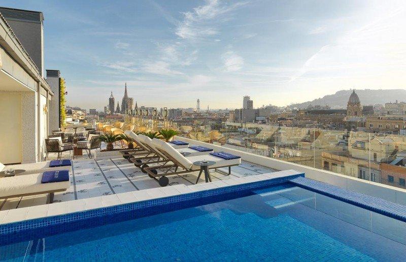 La terraza Atik ofrece unas espectaculares vistas del Barrio Gótico.