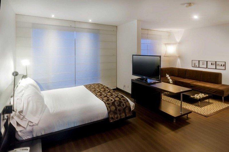 El Sercotel Richmond Suites cuenta con 32 suites, cuatro salas de reuniones, restaurante, gimnasio y parking gratuito, entre otras instalaciones.