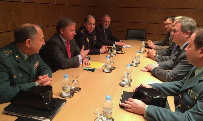 Delegación de Gobierno, Fuerzas de Seguridad y hoteleros, en las conversaciones previas a la firma del protocolo para mejorar la seguridad en los hoteles.