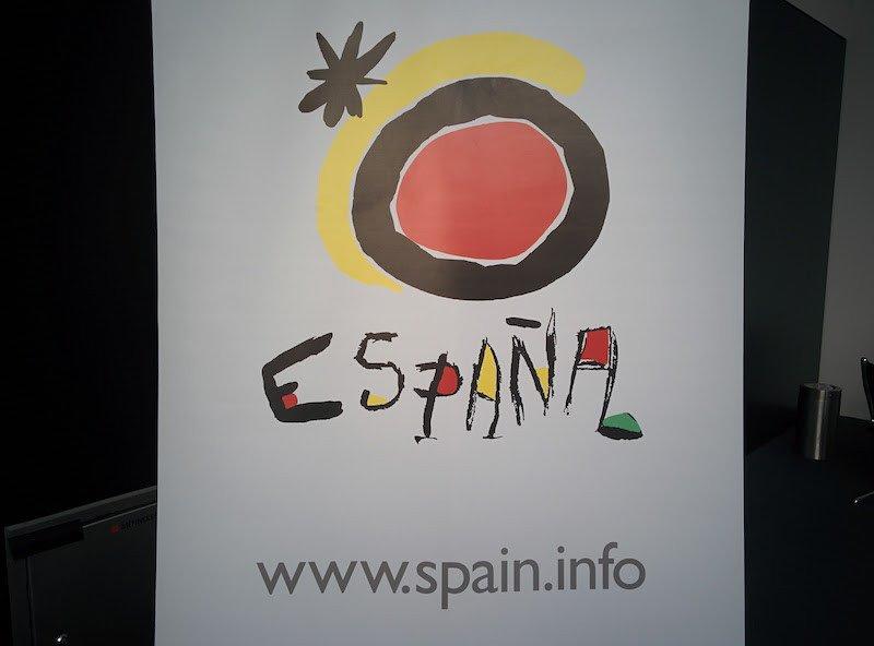 El logotipo de Turespaña, basado en obras pictóricas del artista Joan Miró.