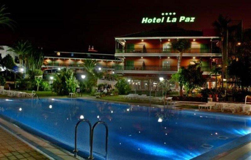 El Hotel La Paz, de 4 estrellas, cuenta con 160 habitaciones y está ubicado en la urbanización del mismo nombre.