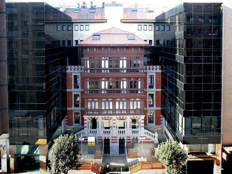 HI Partners cuenta con 21 hoteles, uno de ellos el Barceló Oviedo Cervantes (en la imagen), y gestiona 850 millones de euros de deuda hotelera.