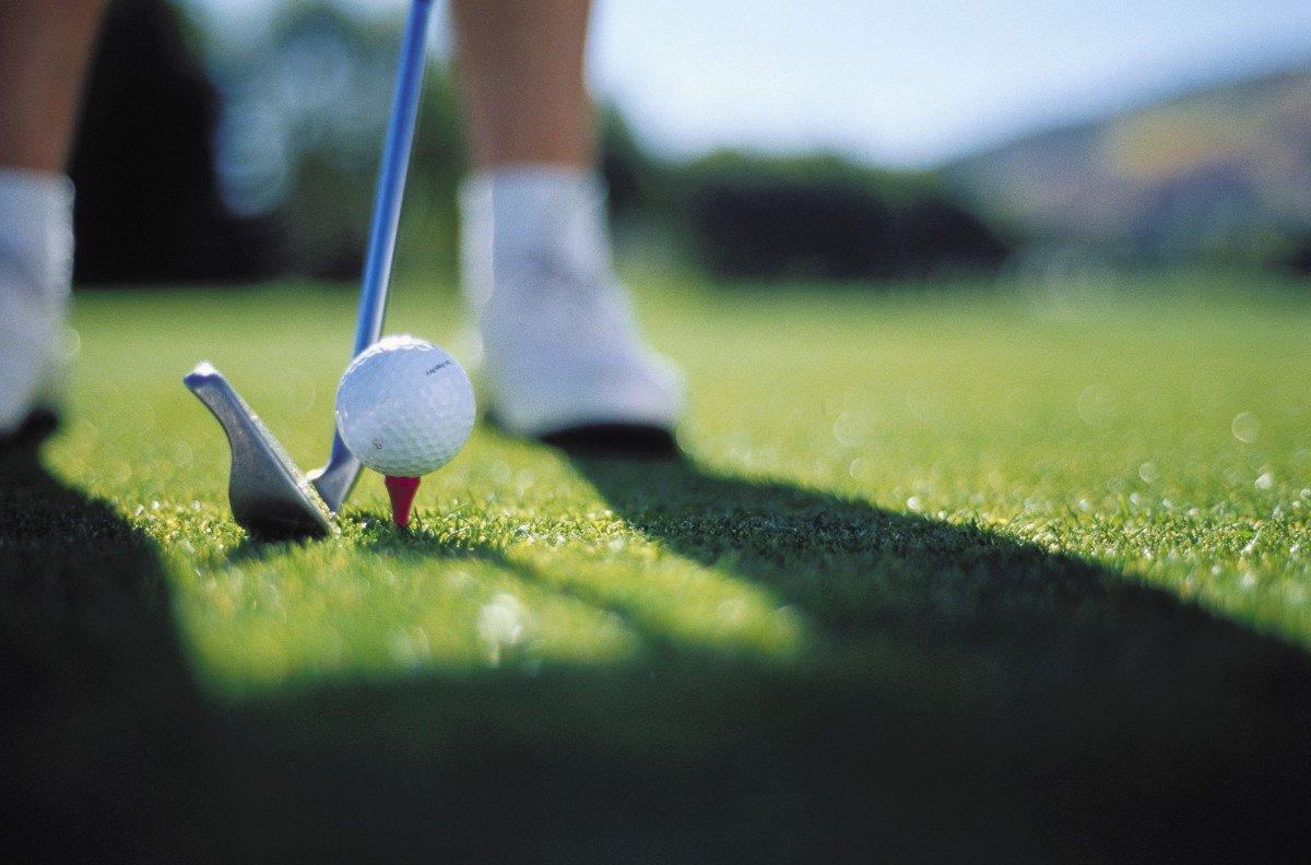 La cátedra de golf contará con una aportación anual de 6.000 euros para actividades de formación e investigación