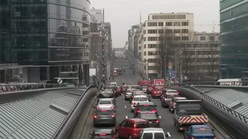La capital belga está colapsada por el cierre de la red de Metro y ferrocarril. Todos los túneles también han sido cerrados por seguridad.