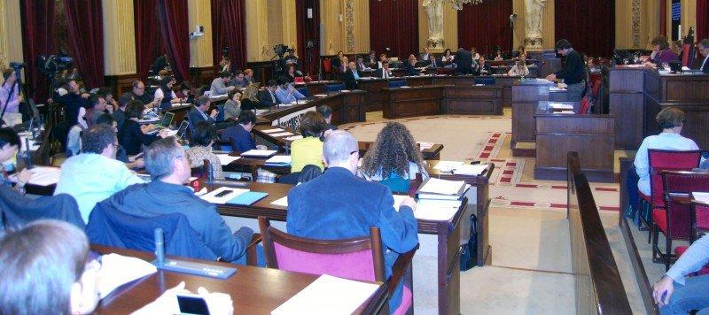 El Parlament balear aprueba la ecotasa, que se cobrará a partir de julio