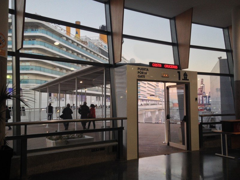 Trasmediterranea atendió a 7.000 cruceristas más en Valencia en 2015