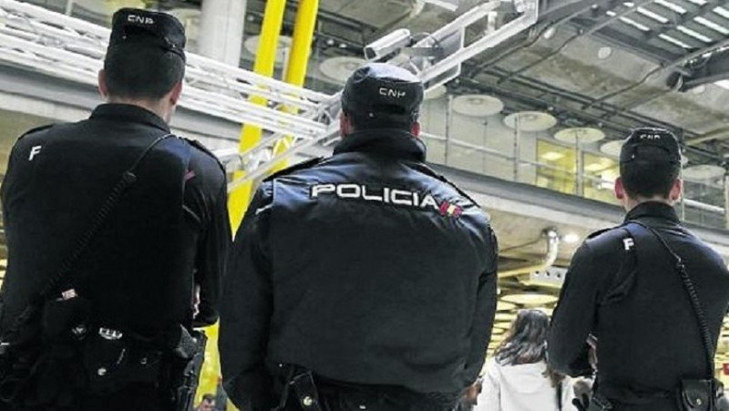 Refuerzan la vigilancia en aeropuertos españoles tras los ataques en Bruselas