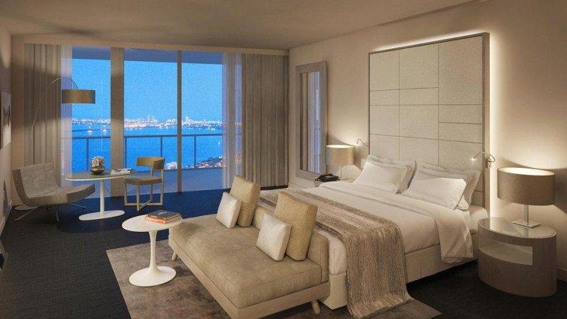 Muchas de sus 129 habitaciones disponen de balcón privado con vistas a la bahía.