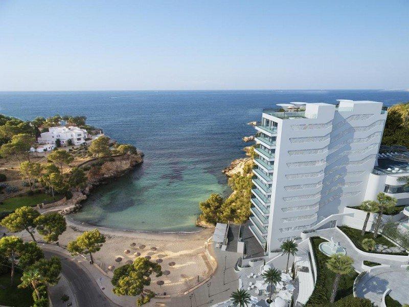 Imagen del futuro Grand Hotel Portals Nous, junto a Puerto Portals, uno de los últimos establecimientos que va a poder construirse en primera línea de playa.