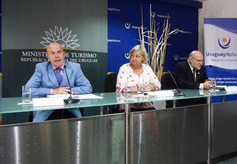 Jordi Busquets (IHRA), Liliam Kechichian y Juan Martínez (AHRU).