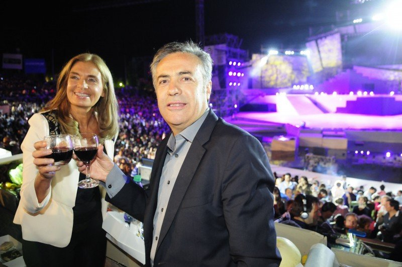 Gobernador y vicegobernadora de Mendoza.